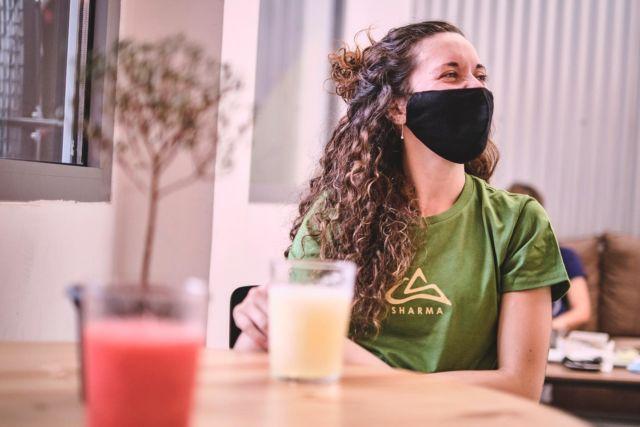 Disfruta de este batido de sandía 🍉 mientras María disfruta el de melón 🍈 🤩 Cero azúcar en estos batidos increíbles, que están hechos de fruta 100% natural, congelada y licuada… ¿Nos acompañas a tomar algo en el 9+Bar mientras ves desde nuestras ventanas cuál será tu próximo proyecto indoor? 🙊 . . . 📸 @diegomartinezph  💁🏻♀️ @mery_itur   #sharmaclimbingmadrid #sharmaclimbing #escaladamadrid #escaladaindoormadrid #bouldermadrid #actividadesmadrid #bouldering #madridclimbing #indoorclimbing